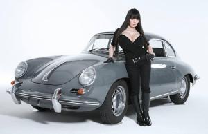 Hitomi-busty-car-photo