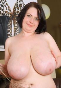 Anna-Beck-boobsrealm