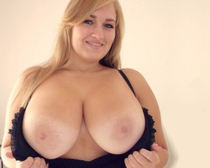 sara-willis-boobs-realm
