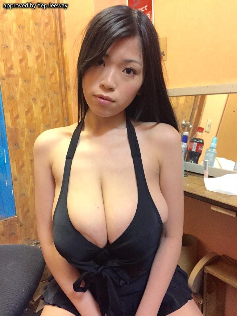 Busty japanese Momo, Boobsrealm store and Lucie Wilde fans harrasing