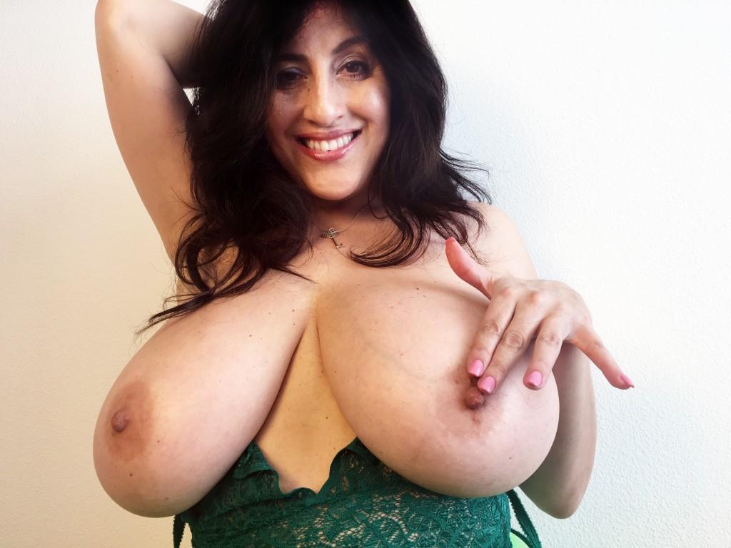 Antonella kahllo plays nipple