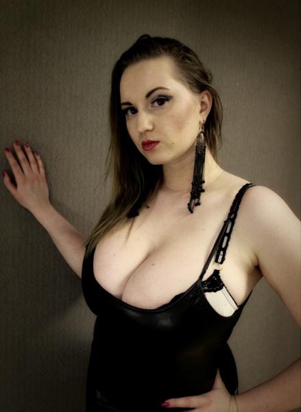bootyPie big boobs