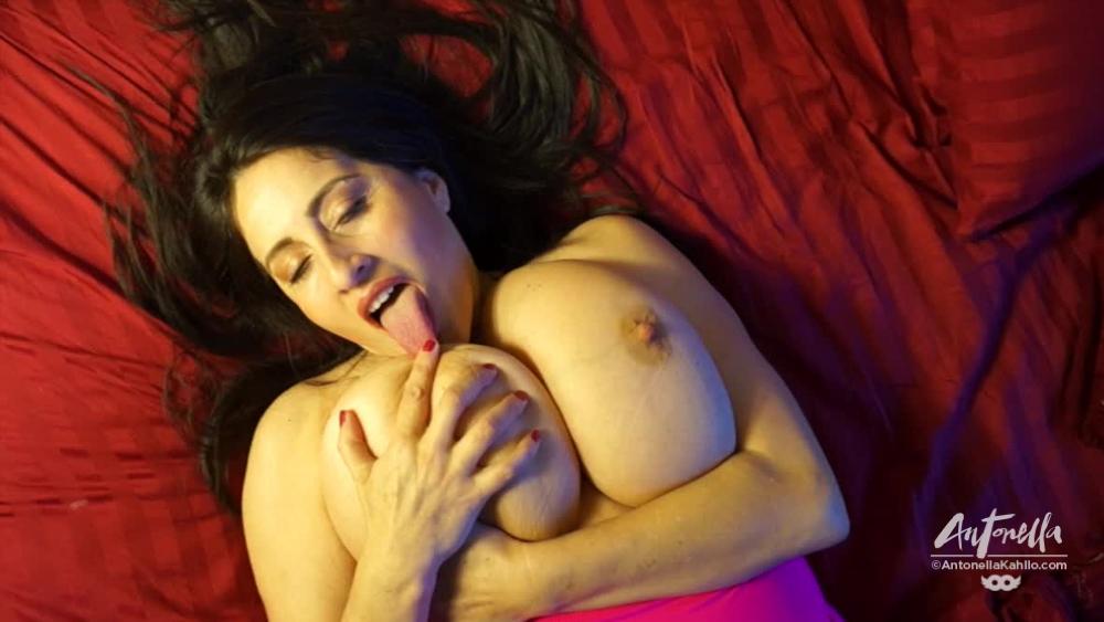 antonella kahllo licks tits