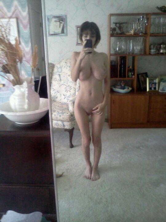 busty rachel nude