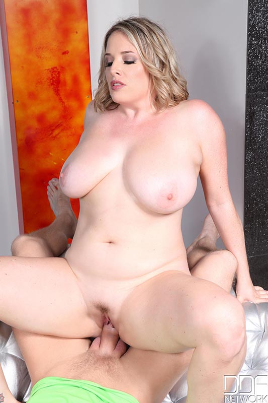 Big tit blonde maggie green gives sensual bj