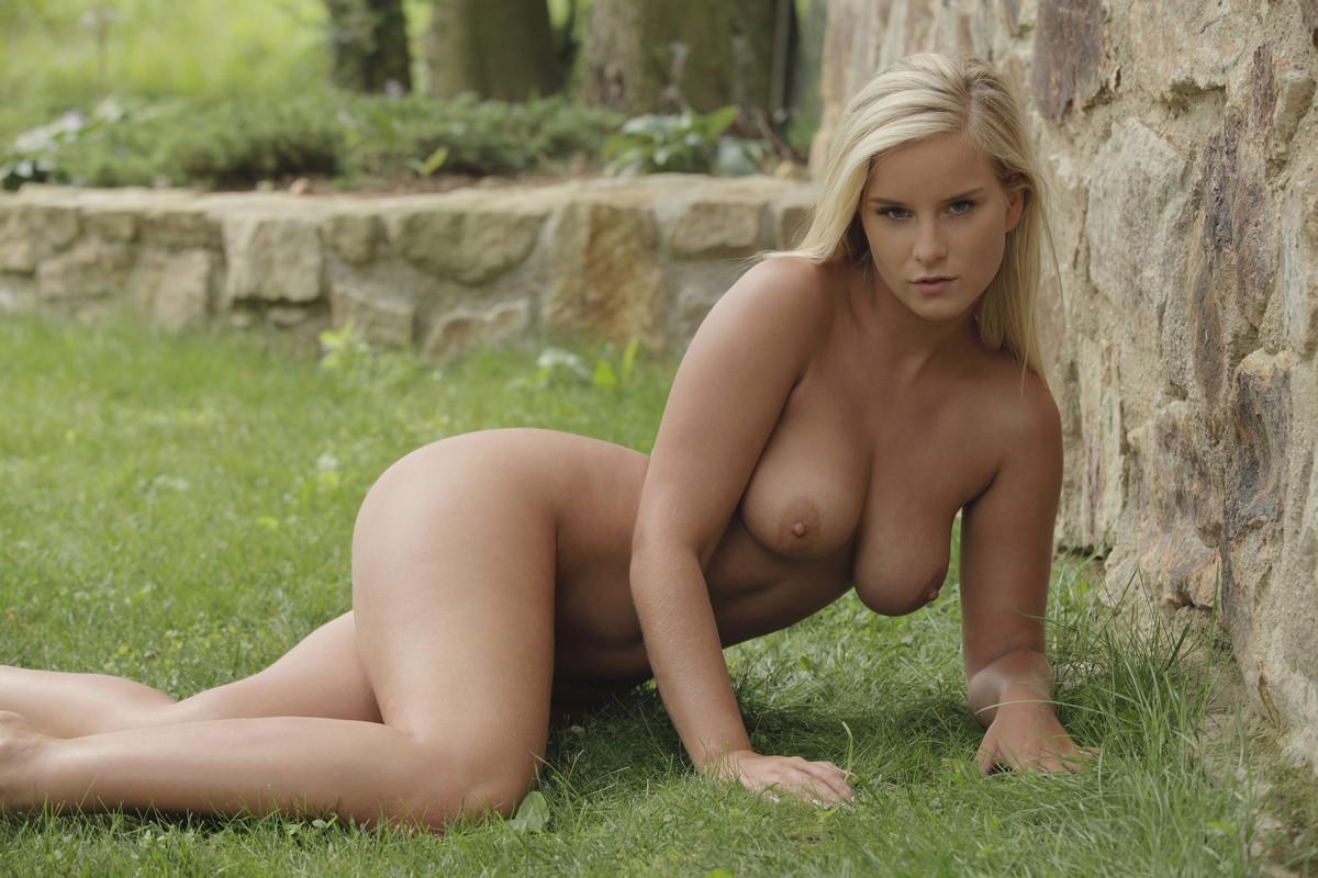 helen skelton topless