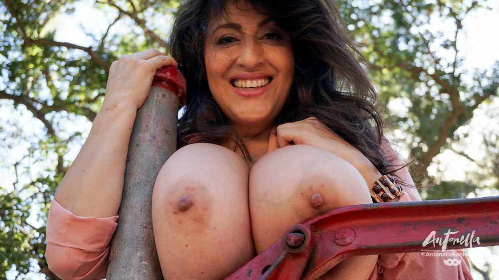 antonella kahllo camping boobs