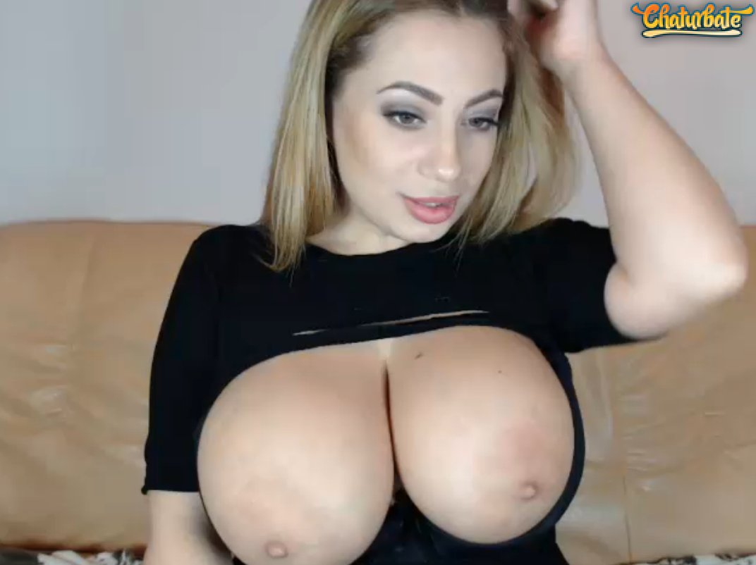 Asian on cam showing her bald pussy and squirting 10