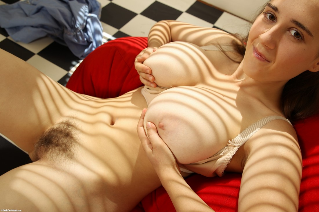 image Girls out west curvy busty gamer girl toys her hairy pussy