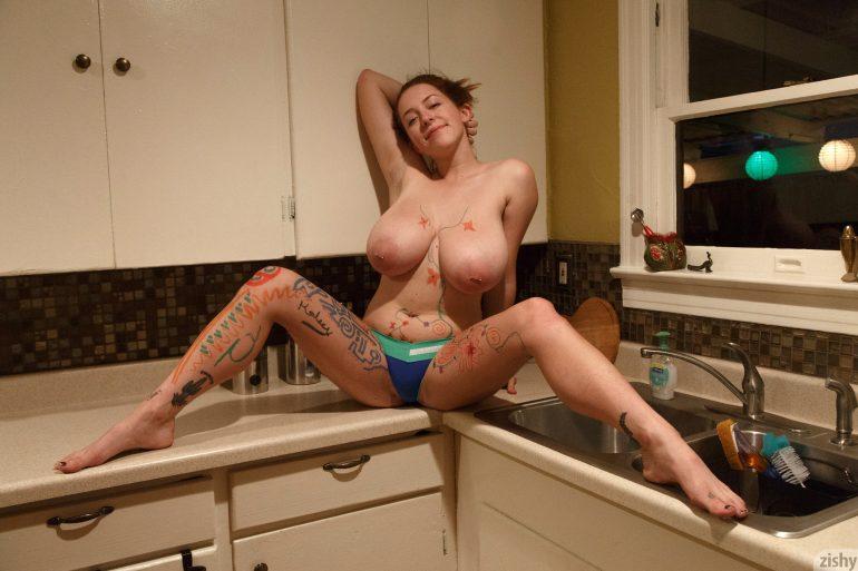 kelsey berneray naked