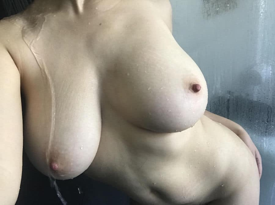 HannahAnette boobs